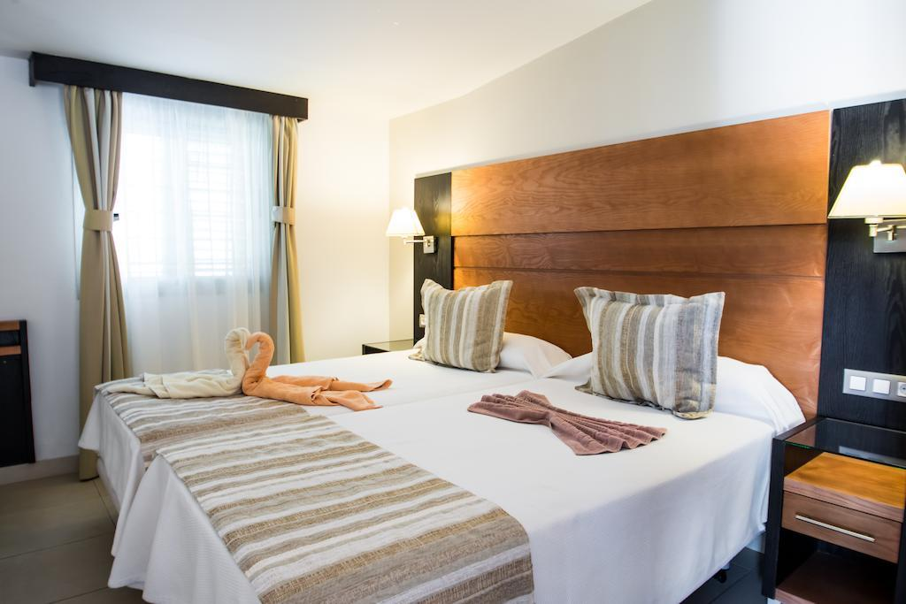 Bungalow Miraflor Suites In Playa Del Ingles, Gran Canaria. The Inn At Kew Gardens. Seacrest Apartments. Grand Hotel Du Lac. Buckle Yeat Hotel. Monte Carlo Palace Hotel. Najd Hotel Apartments. Domus Mariae Benessere Hotel. Pool Villa Club Senggigi Beach Hotel