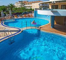 White Olive Premium Hotel in Laganas, Zante, Greek Islands