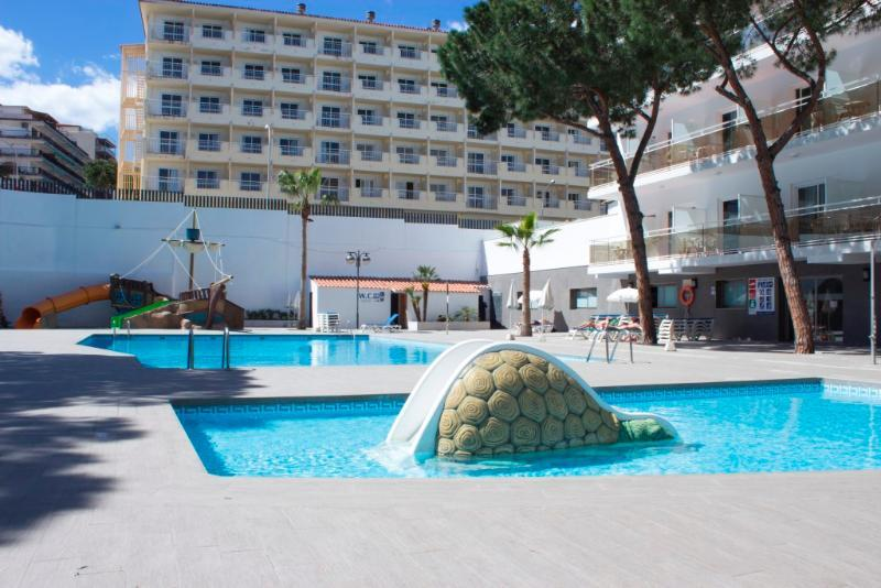 Oasis Park Hotel in Salou, Spain | Holidays from £193 pp