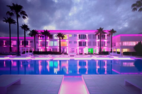 So White Boutique Suites